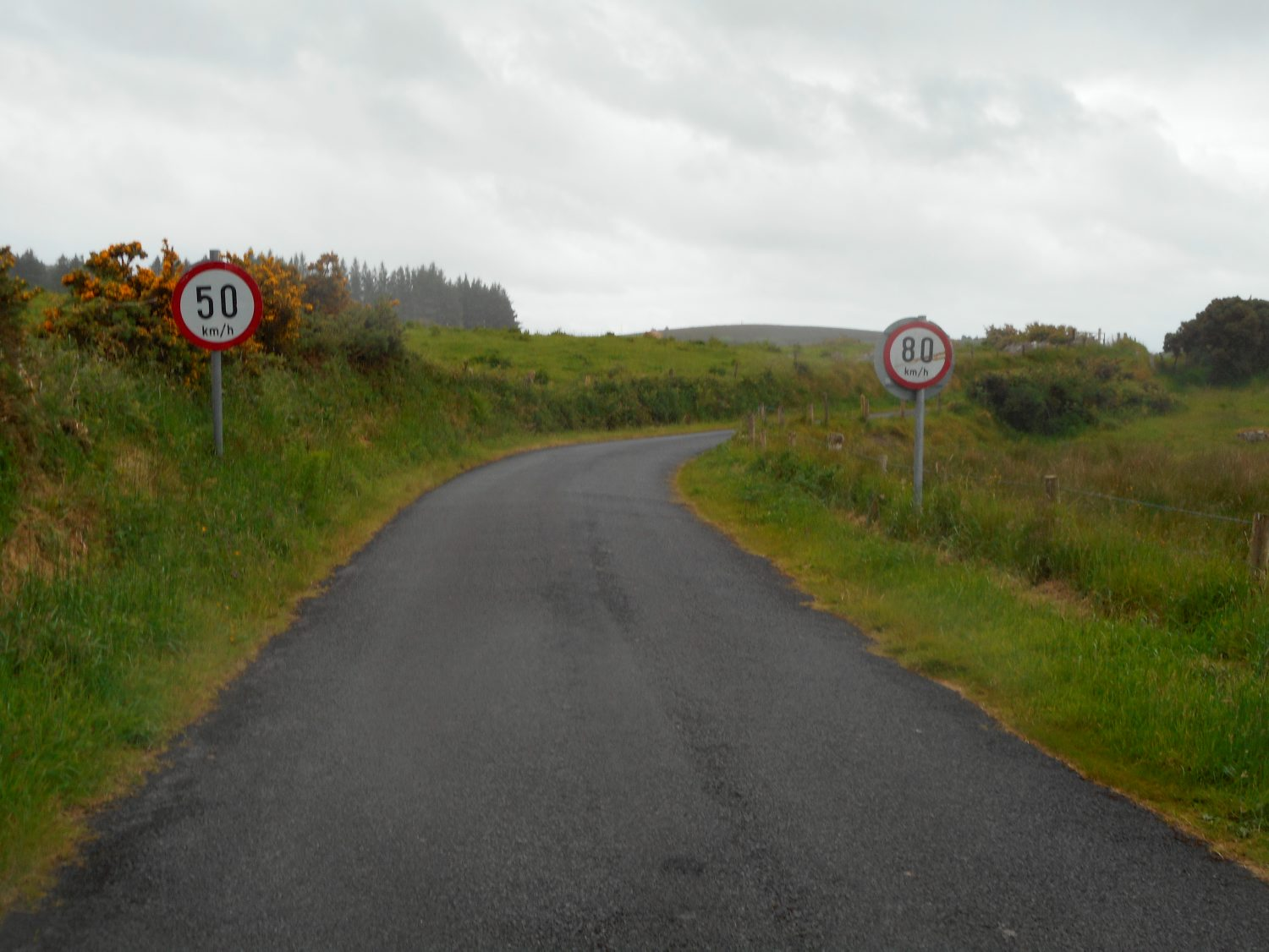 50km-80km-signs-on-the-road-to-carrowkeel-tomb